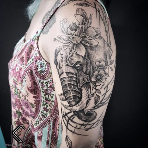 #KreynerLaScala #brasil #brazil #brazilianartist #tatuadoresdobrasil #balckwork #pontilhismo #dotwork #elefante #elephant #sketchstyle #flor #flower #folha #leaf