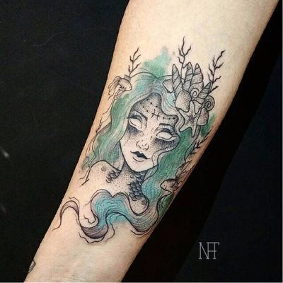 Sereia! #NatháliaCorrêa #fineline #delicadas #TatuadorasDoBrasil #sereia #mermaid #colorida #colorful #peixe #fish #mar #sea