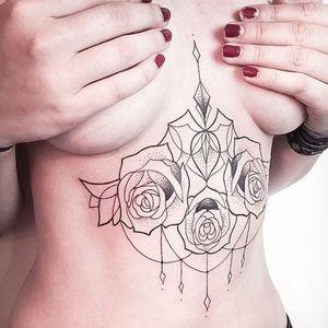 Underboob rose design #MelinaWendlandt #roses #floral #linework #dotwork #btattooing #sternum #underboob #subtle