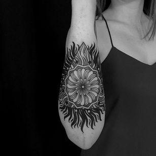 A fiery mandala from Jason Carpino's body of work (IG—jcarpino). #blackwork #dotwork #JasonCarpino #geometric #illustrative #mandala