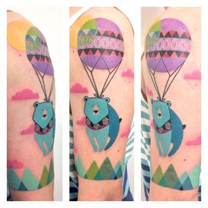 Por Amanda Chanfreau #AmandaChanfreau #gringa #colorida #colorful #funny #divertida #urso #bear #balao #baloon #ceu #sky #nuvem #cloud