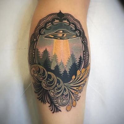 UFO tattoo by Vale Lovette #ValeLovette #cooltattoos #color #neotraditional #ornamental #filigree #floral #pattern #frame #UFO #forest #space #pearls #alien #tattoooftheday