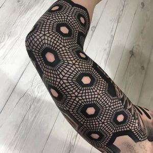 Concentric tattoos. (via IG - nissaco) #geometric #nissaco #blackwork #sleeve #largescale