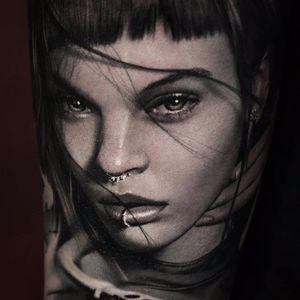 Total Babe Portrait by Thomas Carli jarlier #ThomasCarliJarlier #blackandgrey #realism #realistic #hyperrealism #portrait #ladyhead #hands #lady #lips #eyes #jewelry #beautiful #photorealism #tattoooftheday