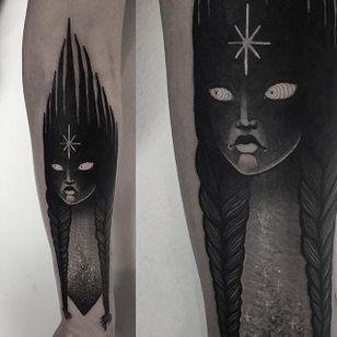 Laura Yahna Blackwork. #blackwork #spooky #dark #melancholy #creepy #girl #blckwrk #btattoing