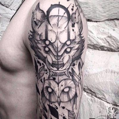 Belíssimo totem #TyagoCompiani #tatuadoresbrasileiros #tatuadoresdobrasil #sketch #blackwork #owl #coruja #wolf #lobo #totem
