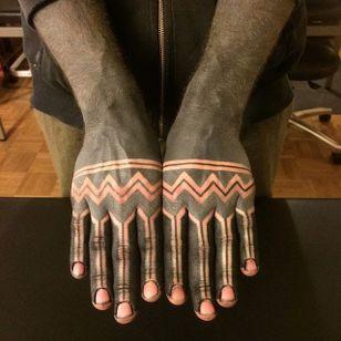 Blackwork hand tattoos by Gerhard Wiesbeck @gerhardwiesbeck #blackwork #gerhardwiesbeck