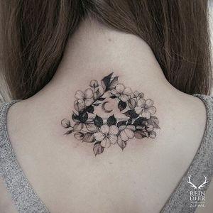 Mystical back of the neck piece via @zihwa_tattooer #zihwa #reindeerink #floral #feminine