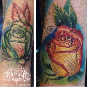 A very unusual rose tattoo by Vic Vivid (IG-vicvivid). #color #realism #Roses #VicVivid