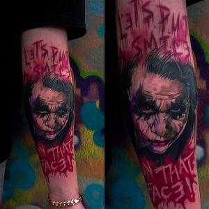 Gruesome looking Heath Ledger Joker tattoo done by Craig Cardwell. #CraigCardwell #surreal #painterly #portrait #joker #HeathLedger #heathledgerjoker