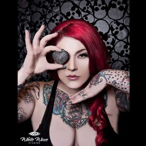 Dallas' look is both soft and edgy Photo from White Wave studios #DallasValentine #plusmodel #tattooedbabes #AmericanTraditional #model #pinup #glamor #WhiteWaveStudios