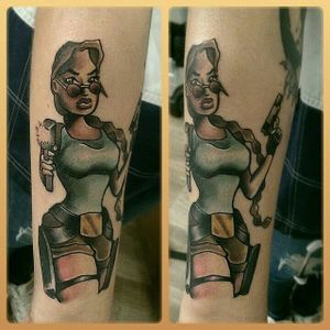 Larinha #FrancesJones #LaraCroft #tombraider #game #videogame #jogo #mulher #woman #movie #filme #gun #arma #nerd #geek