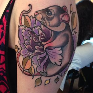 A sweet little mouse all wrapped up in a peony via Manu Cruz (IG—manu_raccoon). #animals #colorful #creatures #ManuCruz #mouse #neotraditional