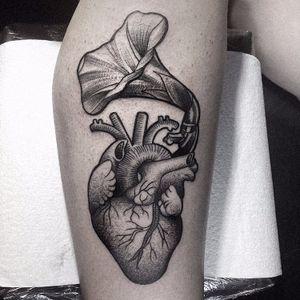 #RicardoGarcia #coração #heart #blackwork #tatuadoresbrasil #tatuadoresbrasileiros #tatuadoresbr #pontilhismo #dotwork