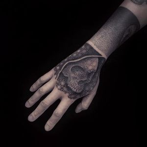 Sacred geometry skull by Guy Waisman #GuyWaisman #blackwork #blackandgrey #geometry #sacredgeometry #dotwork #linework #skull #death #pattern #tattoooftheday