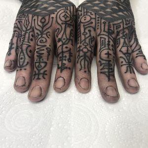 Finger tattoos by Jondix #Jondix #blackandgrey #dotwork #linework #pattern #tribal
