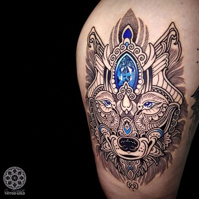 Lobo por Coen Mitchell #CoenMitchell #gringo #pontilhismo #graphic #grafico #tribal #mosaic #mosaico #joia #jewelry #lobo #wolf