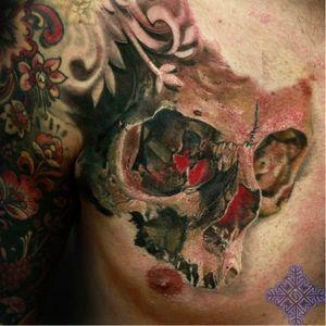Photo-Realistic Skull Tattoo By Iwan Yug #skulltattoo #IwanYug #photorealistictattoos #realistictattoos #3Dtattoos