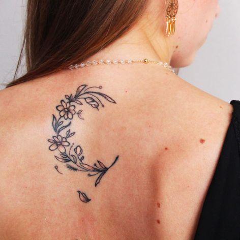 Tattoo por Marcelo Ret! #MarceloRet #TatuadoresBrasileiros #TatuadoresdoBrasil #TattooBr #TattoodoBr #moon #delicate #delicada #lua #minimalista #minimalist