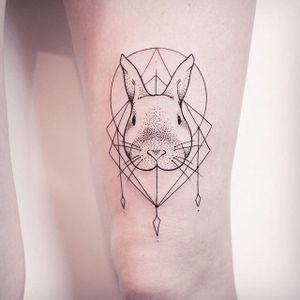 An adorable little bunny by Melina Wendlandt via instagram xoxotattoo #bunny #rabbit #minimalism #minimalistic #lines #MelinaWendlandt