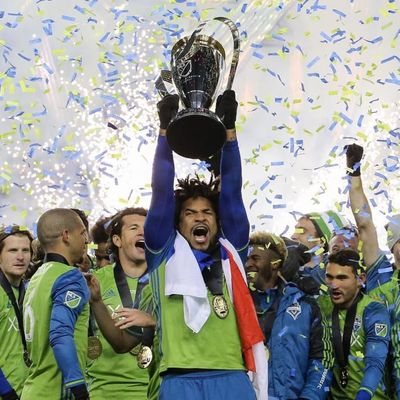 Román Torres celebrating with the Seattle Sounders after winning the MLS Cup. (Via - soundersfc) #sports #soccer #romantorres