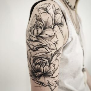 Floral tattoo by Victor Montaghini #VictorMontaghini #graphic #watercolor #sketch #flower #floral #blackwork