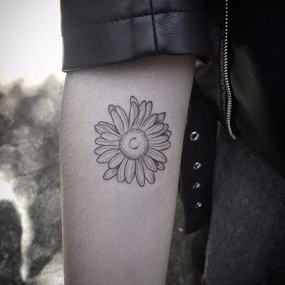Girassol. #LucasRechia #blackwork #tatuadoresdobrasil #girassol #sunflower