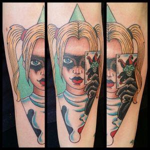 Arlequina dá as cartas #SteveRieck #GothamCitySirens #SereiasDeGotham #harleyquinn #arlequina #dc #comic #cartoon #movie #filme #heroes #villains #badgirls #girlpower #card #cartas #joker