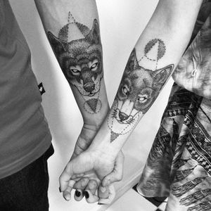 Matching animal tattoos by @donega via Instagram #coupletattoo #coupletattoos #matchingtattoos #romantic #tattooedcouple #lovetattoos #fox #animal #geometric #blackwork #fineline