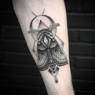 Geometric moth jammer by Mike Burns #losangelestattoo #moth #geometric #blackworkerssubmission #MikeBurns #blackwork #linework #shading