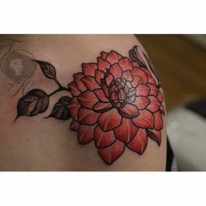 Pink dahlia shoulder tattoo by Nancy Tattooer. #dahlia #flower #neotraditional #NancyTattooer #floral #dahliaflower