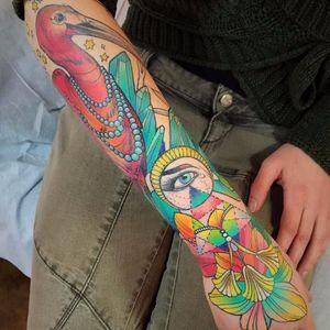 Já pensou ter um fechamento maravilhoso desse? #KatieShocrylas #kshocs #tatuagemcolorida #colorfultattoo #gringa #bird #pássaro #eye #olho #tarot #cristais #crystals #exoterico #exoteric #estrelas #stars
