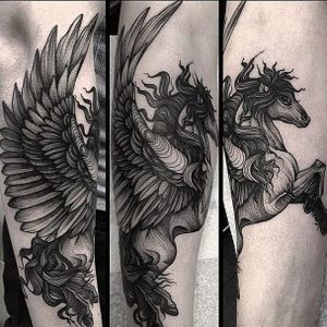 An exquisite Pegasus done in illustrative blackwork via Kelly Violet (IG-kellyviolence). #blackwork #dotwork #finelined #illustrative #KellyViolence #Pegasus