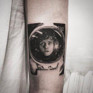 Alien moment tattoo by Cold Gray #ColdGray #movietattoos #blackandgrey #realism #realistic #hyperrealism #Alien #horror #scifi #space #astronaut #Ripley #filmstill #sigourneyweaver #actress #tattoooftheday