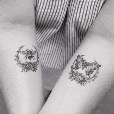 Sweet bees n things by Sanghyuk Ko aka Mr. K #MrK #SanghyukKo #blackandgrey #realism #realistic #illustrative #bee #butterfly #nature #roses #flowers #wreath #tattoooftheday