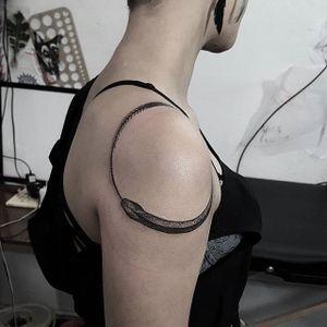 Ouroboros tattoo by Arthur Perfetto. #ArthurPerfetto #blackwork #dotwork #pointillism #ouroboros #snake #symbol #infinity