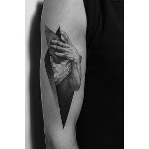 A very sensual pair of hands by Pawel Indulski (IG—dotyk.tattoo). #artistic #blackandgrey #dotwork #hands #PawelIndulski #pointillism #stippling