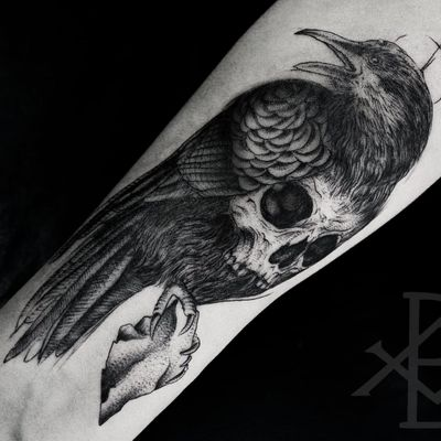 Corvo sinistro #BrunoAlmeida #tatuadoresdobrasil #tatuadoresbrasileiros #tatuadoresbr #blackwork #crow #corvo #skull #cranio