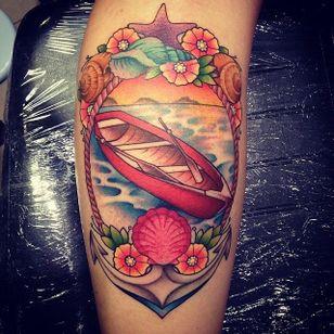 Lindíssima tatuagem inspirada no mar! #ancora #anchor #LuizaFortes #tatuagensColoridas #colorful #fineline #traços #minimalista #artistaNacional #brasil