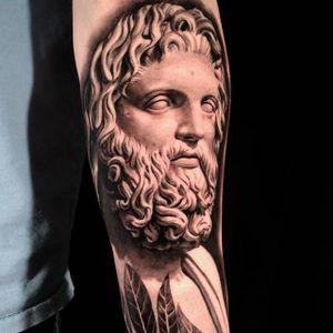 Zeus by Sergio Sanchez @sergiosanchezart #zeus #detail #blackandgrey #portrait #realistic #SergioSanchez