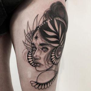 Goddess tattoo by Magda Hanke #MagdaHanke #portraittattoos #blackandgrey #ladyhead #illustrative #neotraditional #lady #leaves #star #pearls