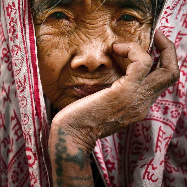 Apo Whang Od, Traditional Hand-Tap Tattooer #ApoWhandOd #WhangOd #Philippines #Badass #Tattooed #Elders #Grandma #ElderlyWomen #Woman #tattooedgrandma