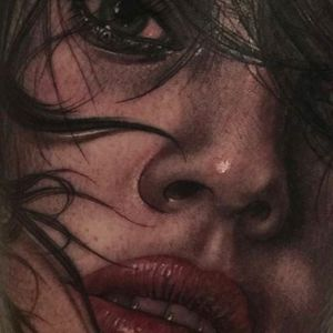 Close up detail shot of a portrait tattoo done by Fredy Tomas. #FredyTomas #ExoticTattoo #realistictattoo #closeup #lips #girltattoo #portraittattoo
