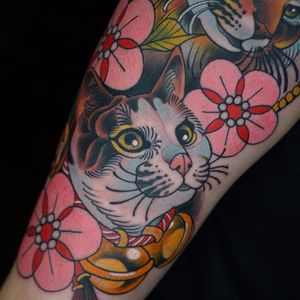 Cats, flowers and bells by Dashuai Ma #DashuaiMa #neotraditional #abstract #geometric #color #cat #kitty #petportrait #flowers #bells #leaves #animal #nature #tattoooftheday