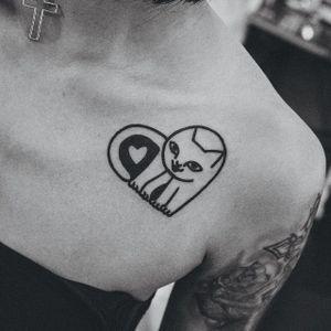 Cat heart tattoo by Woohyun Heo #WoohyunHeo #cat #love #heart (Photo: Instagram)