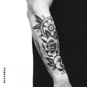 Exemplo dos traços bold de Bernardo! #PerpetuoTattoo #BernardoBoni #RioDeJaneiro #fineline #blackwork #designer #TatuadoresDoBrasil #timão #rosa #rose #tradicional