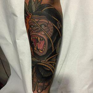 Neo Traditional Gorilla Tattoo by Rodrigo Kalaka #Gorilla #GorillaTattoo #NeoTraditionalGorilla #NeoTraditionalTattoo #RodrigoKalaka
