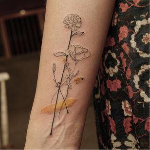 Graphic tattoo made at La Bottega dell'Arte #labottegadellarte #graphic #contemporary #flower