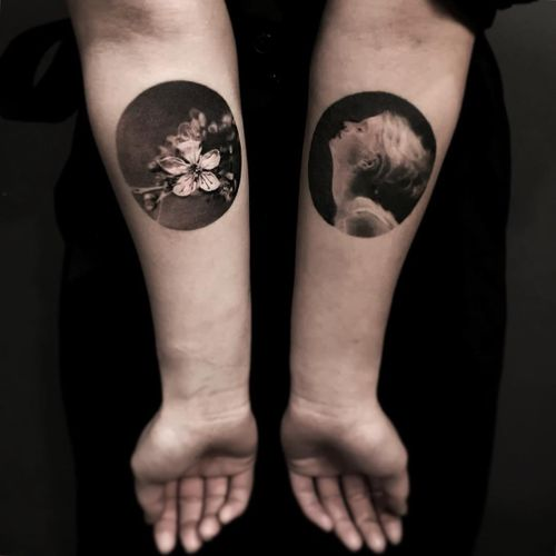 Magnolia and portrait tattoo by Cold Gray #ColdGray #blackandgrey #realism #realistic #hyperrealism #magnolia #portrait #lady #ladyhead #flower #floral #circle