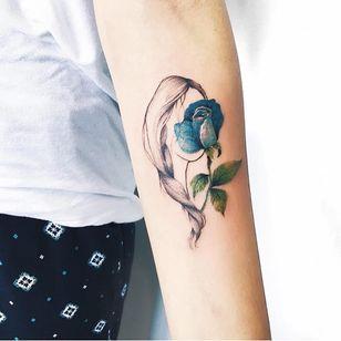 Seja flor #LuizaOliveira #LuizaBlackbird #brazil #brasil #brazilianartist #TatuadorasDoBrasil #delicate #delicada #woman #girl #mulher #menina #garota #flor #flower #fineline